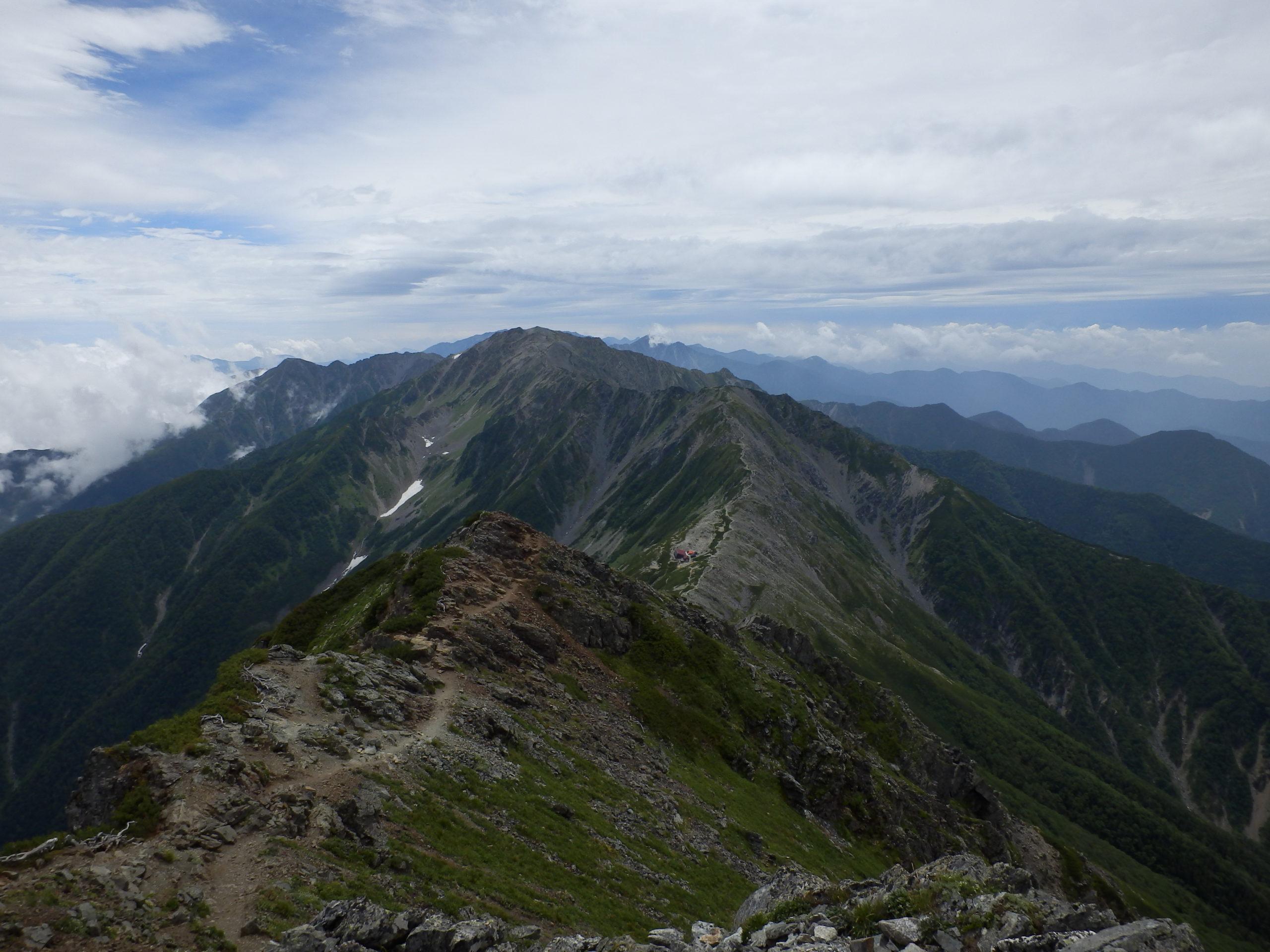 北岳山荘遠景