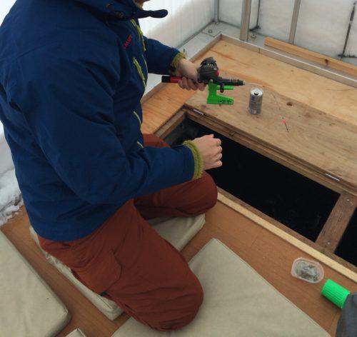 岩洞湖ワカサギ釣りドーム船1