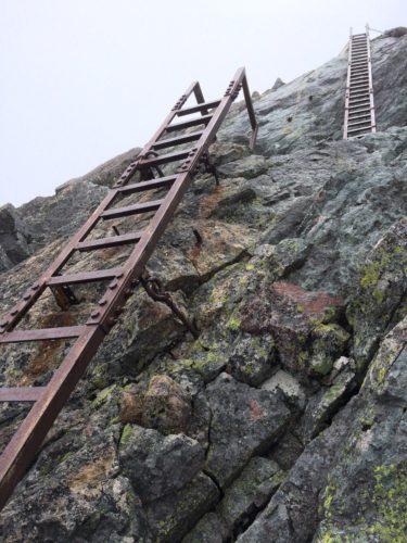 槍ヶ岳山頂ルートはしご