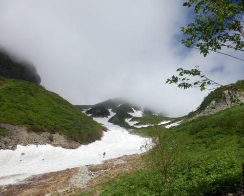 槍沢ルート雪渓登り