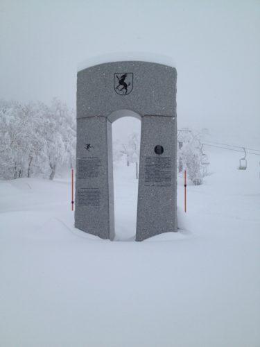 蔵王温泉スキー場ザイラー顕彰碑