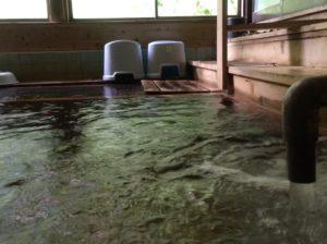 ぬる湯温泉ドバドバ浴槽