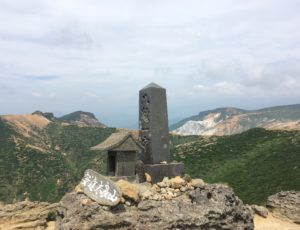 安達太良山頂石碑