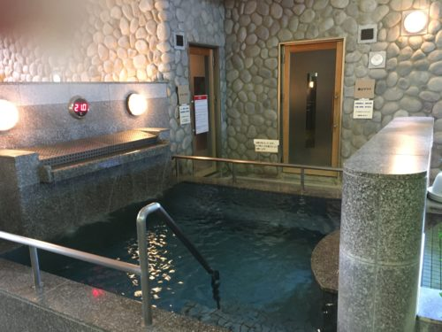 汗蒸幕の湯水風呂