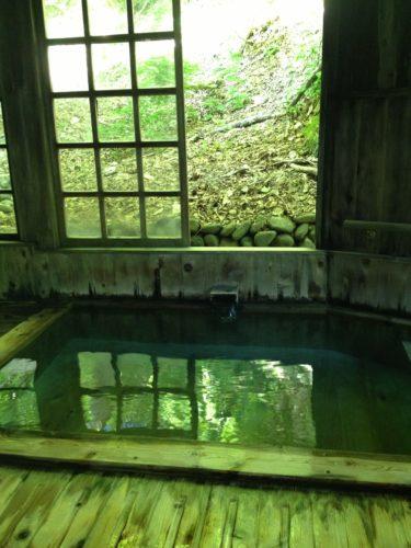 ランプの宿青荷温泉内湯