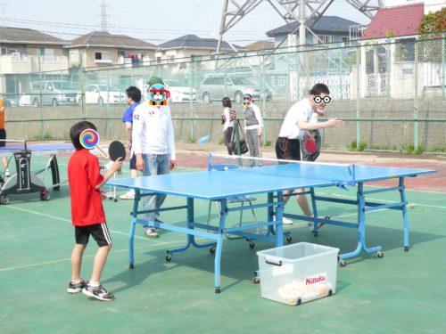 少年と卓球