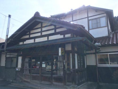 川渡温泉藤島旅館の玄関