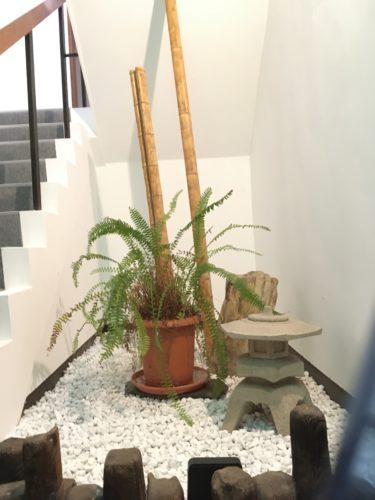鷹の湯階段飾り